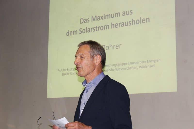 Meinrad Gätzi stellt den Referenten der Energieallianz vor