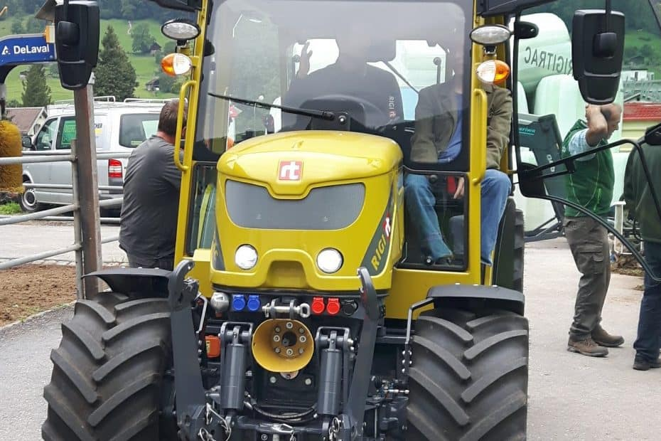 Elektrischer Traktor Rigitrac von Sepp Knüsel AG