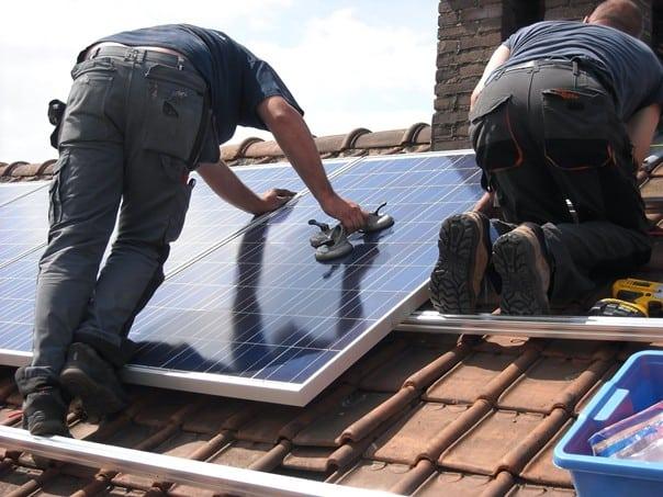 Das Energiegesetz fördert die Wirtschaft durch Sanierungsaufträge für das Gewerbe.
